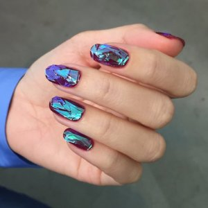 glass-nails-korea-00-holding