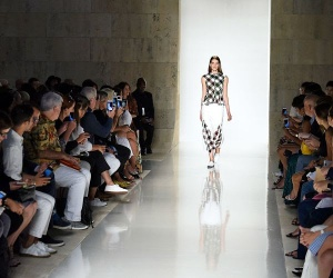 NEW YORK, NY - SEPTEMBER 13: (BRAZIL OUT, NEW YORK TIMES OUT, UK VOGUE OUT) A model walks the runway at the Victoria Beckham Spring Summer 2016 fashion show during the New York Fashion Week on September 13, 2015 in New York City. (Photo by Victor VIRGILE/Gamma-Rapho via Getty Images)