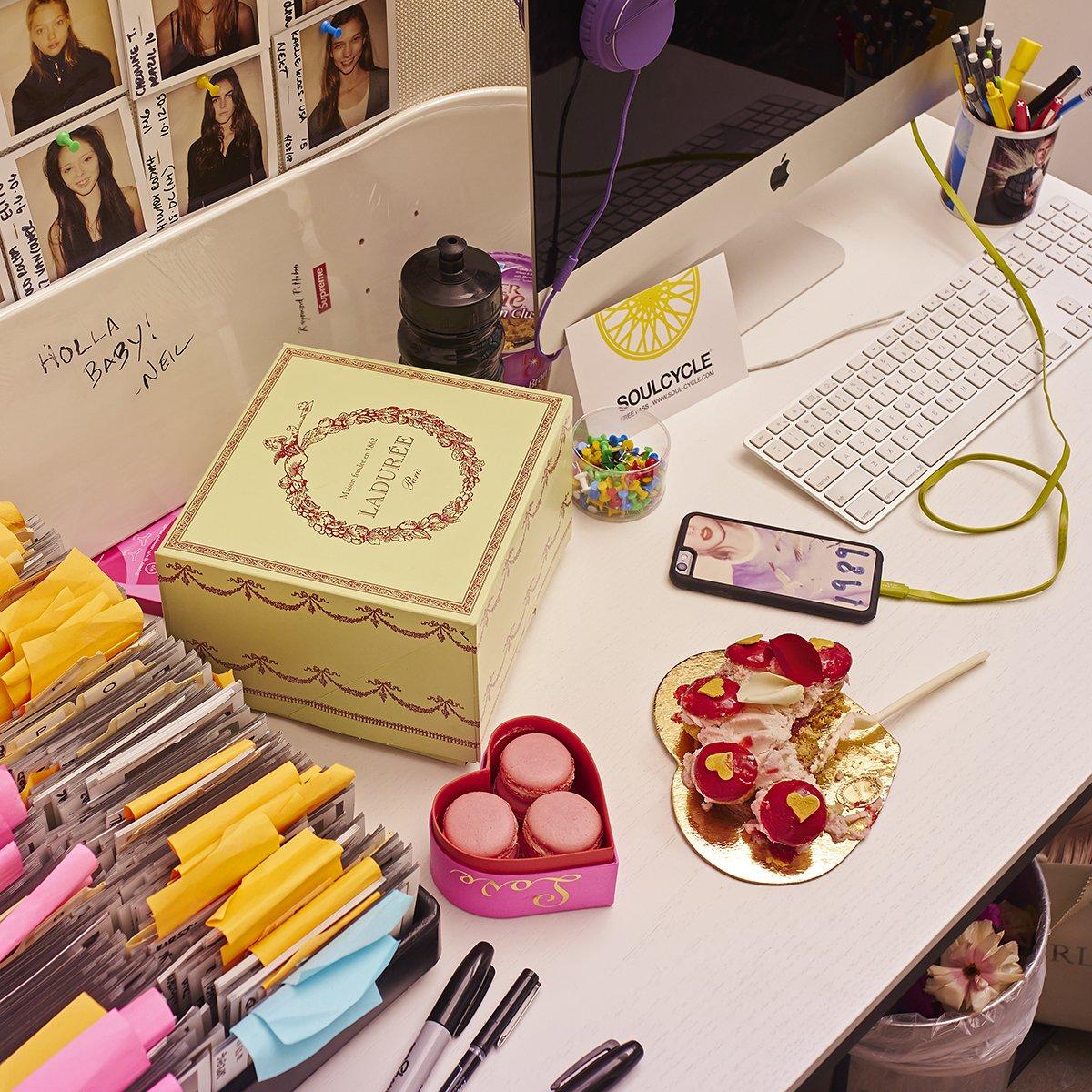 01-valentines-day-desks