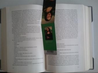 MINÄ tykkään ja nautin LUKEMISESTA. 1. Suosikkini on PERINTEINEN&Klassikko KIRJA. Suosittelen Lämpimästi.
