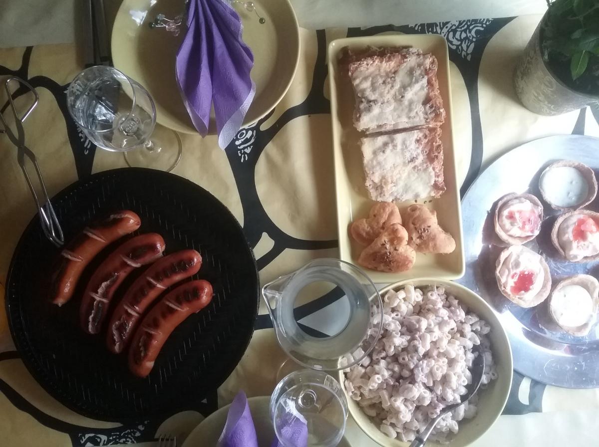 KOTI&RUOKA, GRILLAUS.  1 EKA GRILLAUS KEVÄT 2016. VAPPU MENU Ruoka, Juomat&Jälkiruoka. Kinkku-pastasalaatti, salaattikastike, Suolapalakuppien täytteet. PÖYDÄN KATTAUS   2/2 RESEPTIT
