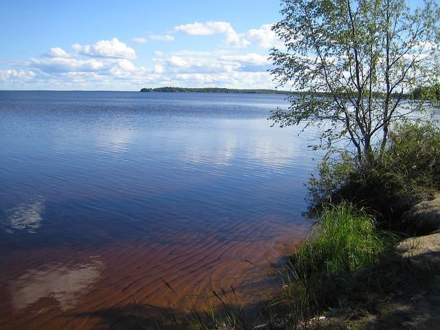 lake-314160_640